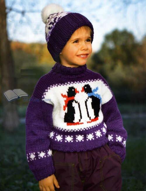 Шапочка и свитер для мальчика спицами с рисунком пингвины