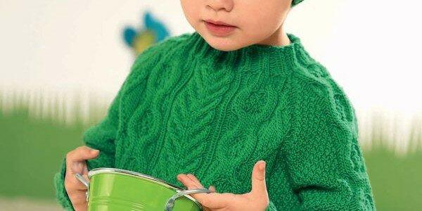 Вязание зеленого пуловера для девочки
